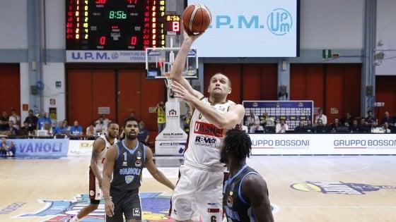 Basket, playoff scudetto: Venezia domina a Cremona e raggiunge Sassari in finale