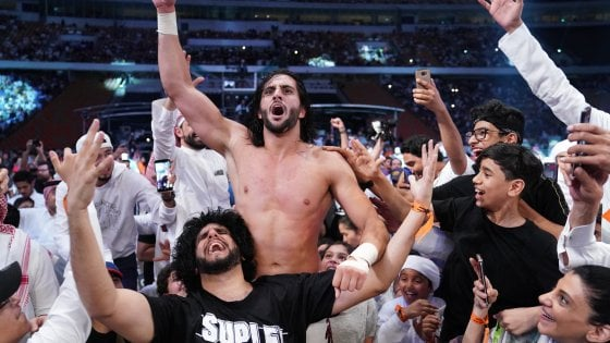 Wrestling, Super ShowDown: Mansoon fa impazzire il pubblico di Jeddah