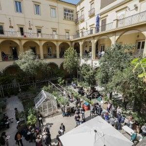 Uno dei cortili interni della Fondazione FOQUS nel corso di un'attività