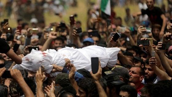 In migliaia ai funerali del portiere siriano voce e simbolo della rivoluzione