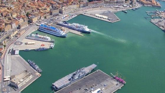 Ancona, si spezza cavo d'acciaio e colpisce un operaio: muore un 33enne