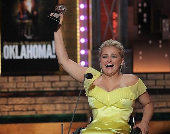 Ali Stroker prima attrice sulla sedia a rotelle a ricevere un Tony Award