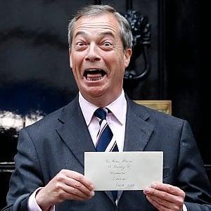 M5S verso l'accordo con Nigel Farage in Europa