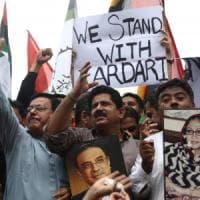 Pakistan, arrestato per riciclaggio  l'ex presidente Asif Ali Zardari