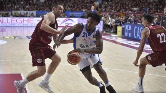 Basket, finale scudetto: Sassari cade dopo 3 mesi, Venezia va sull1-0