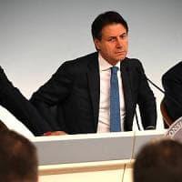 """Conte avverte Salvini e Di Maio: """"Resto se mi convincono"""""""