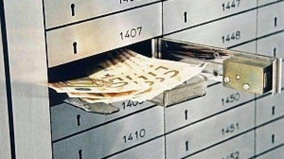 Salvini: Una tassa per poter usare il denaro fermo nelle cassette di sicurezza