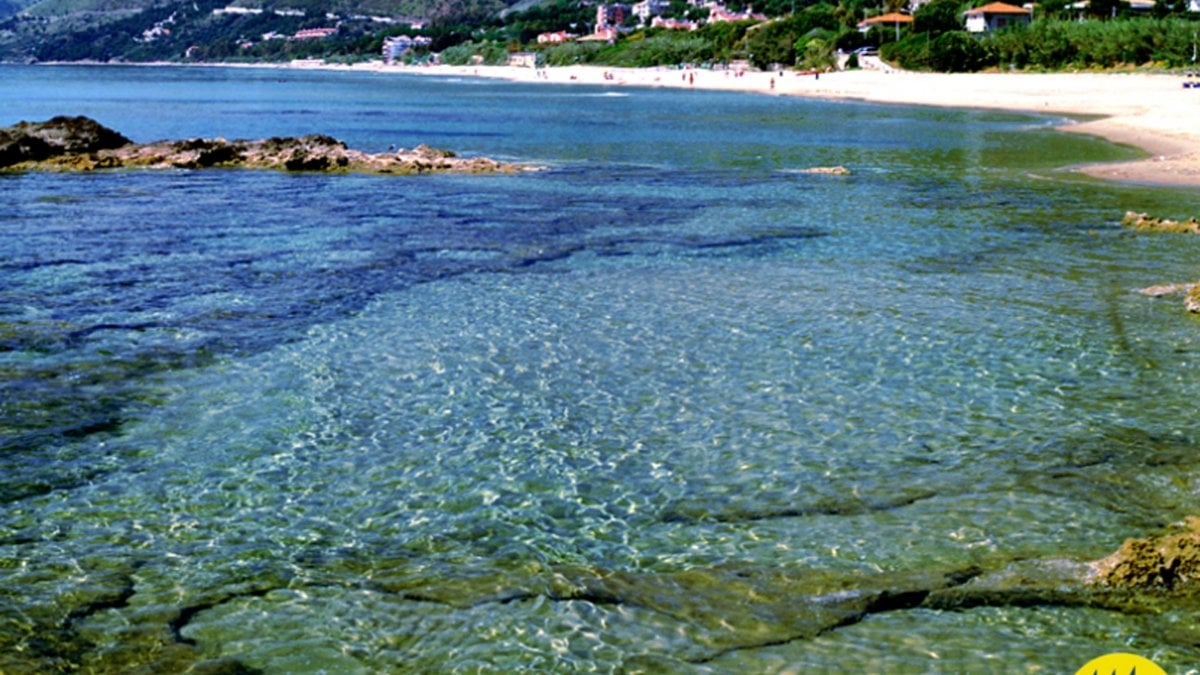 """Mare, il Tirreno è da """"5 vele"""", Pollica e la Sardegna al top. E arrivano anche i Comuni """"plastic free"""""""