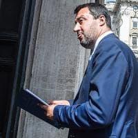 Governo, fumata nera sulla flat tax. Salvini lascia il vertice a Palazzo Chigi in...