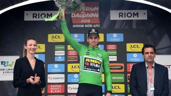 Ciclismo, Giro del Delfinato: Van Aert vince la crono, Adam Yates nuovo leader