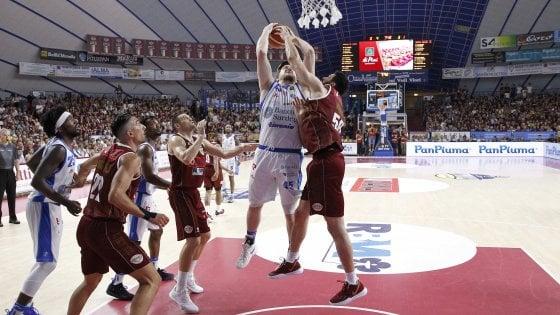 Basket, finale scudetto: Sassari reagisce e pareggia i conti con Venezia