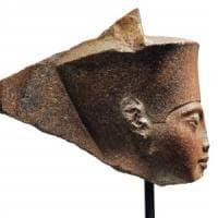 """Gran Bretagna, all'asta statua di Tutankhamon. L'Egitto: """"No alla vendita. E' stata..."""