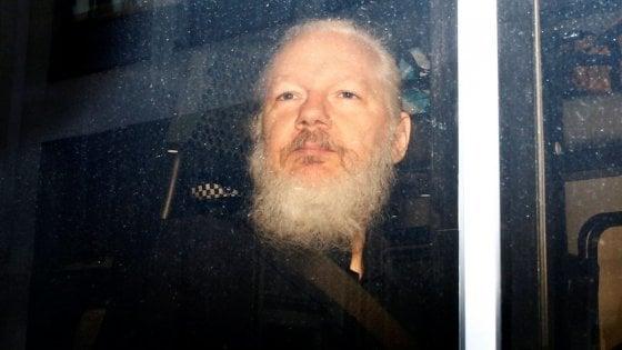 Assange, il governo inglese dà il via libera all'estradizione negli Usa