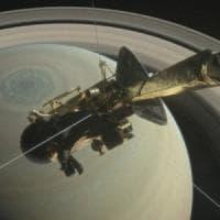 Sonda Cassini, materiale organico e striature dall'impatto con gli anelli di Saturno