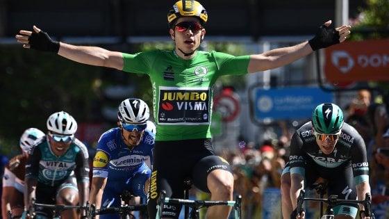 Ciclismo, Giro del Delfinato: van Aert forte anche in volata. Sua la quinta tappa