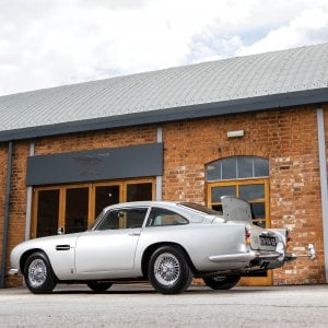 All'asta l'Aston Martin DB5 di 007