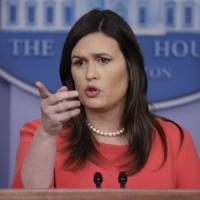 """Trump: """"Sarah Sanders, portavoce della Casa Bianca, lascerà l'incarico alla fine del mese"""""""