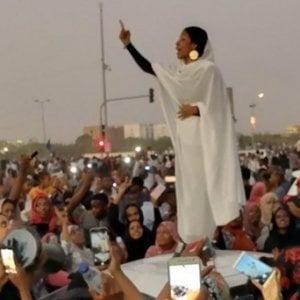 """Sudan, le """"Regine della Rivoluzione"""" che stanno costruendo un altro Paese"""