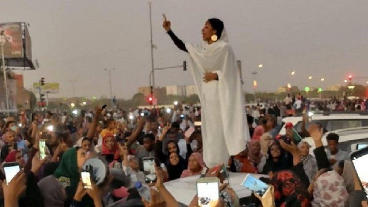 """Sudan, le """"Regine della Rivoluzione"""" che stanno costruendo un ..."""