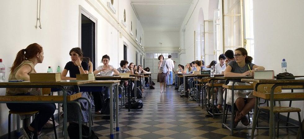 Più sigarette, caffè e ansia: lesame di maturità stressa 2 studenti su 3