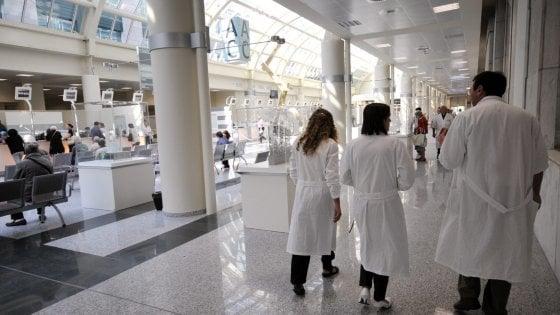Minacce e aggressioni per un medico su 2, legge è ferma