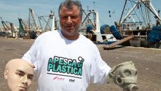 """Tra i pescatori di San Benedetto. """"Noi gli unici spazzini del mare"""""""