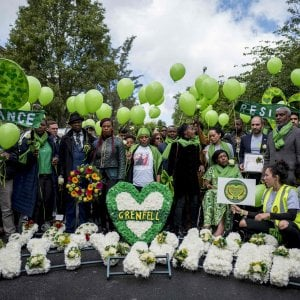 Londra, due anni dopo l'incendio della Grenfell Tower. I parenti delle vittime chiedono giustizia