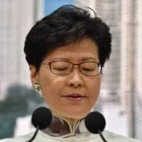 Hong Kong, sospesa la controversa legge sull'estradizione