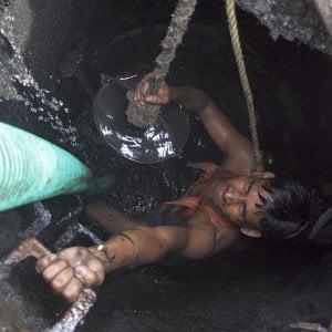 Dramma in Gujarat, sette persone muoiono rimuovendo escrementi dalla vasca settica di un hotel