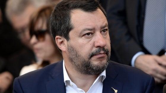 """""""Sulla pelle dei migranti"""", così Salvini ribalta le parole dell'accoglienza"""