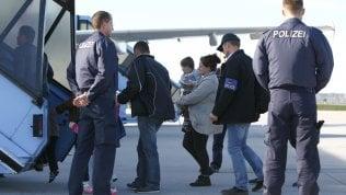Rep: Porti chiusi, aeroporti aperti: la beffa tedesca sui richiedenti asilo da rispedire indietro