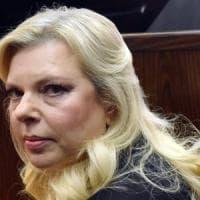Sara Netanyahu sottrasse fondi pubblici: condanna dopo il patteggiamento, restituirà solo...