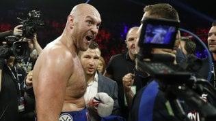 Boxe, è Fury show: tra pugni, parodie e canzoni Schwarz battuto al secondo round