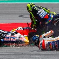 MotoGp, Catalogna: Lorenzo scivola e stende Dovizioso, Rossi e Vinales