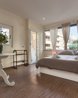 Rep: Casa, dolce casa: ora Booking invade Airbnb