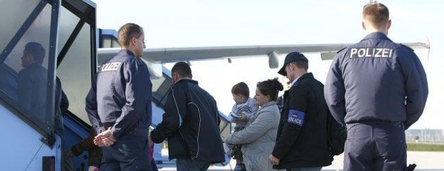 Migranti, opposizioni all'attacco dopo le rivelazioni di Repubblica: È il fallimento della politica di Salvini