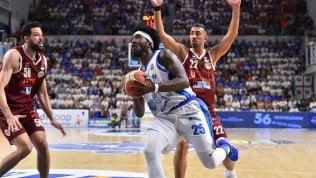 Basket, finale scudetto: Sassari cè ancora e stende Venezia, serie sul 2-2