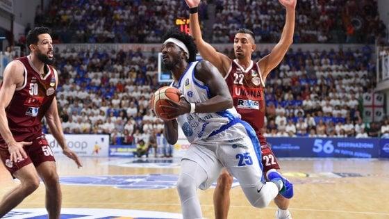 Basket, finale scudetto: Sassari c'è ancora e stende Venezia, serie sul 2-2