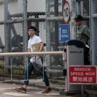 """Hong Kong, rilasciato Joshua Wong il leader della """"protesta degli ombrelli"""""""