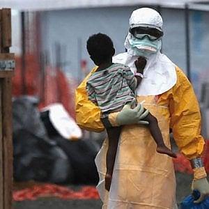 """Ebola, il virus si diffonde, fa paura e crea allarme: ma per l'OMS non è emergenza, """"Troppi rischi economici"""""""