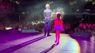 Emozione per Pieraccioni: sul palco arriva la figlia Martina