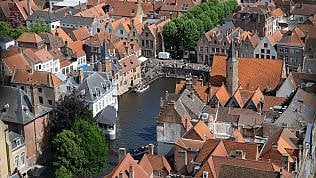 La Venezia del Nord scavalca l'originale: Bruges limita le navi da crociera nel suo porto