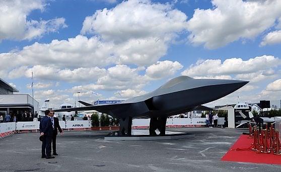 Fra taxi volanti, satelliti e droni, a Parigi va in scena il futuro dell'aeronautica