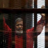 Egitto, l'ex presidente Mohamed Morsi è morto dopo un'udienza in tribunale