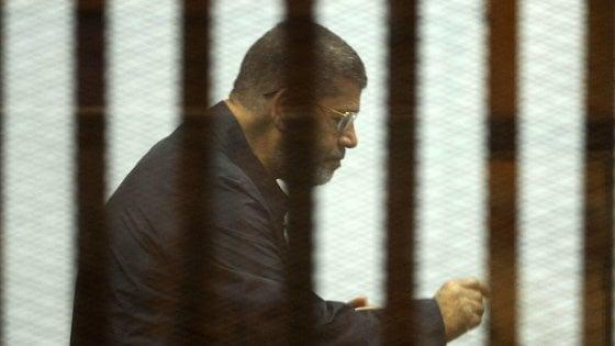 """Egitto, l'ex presidente Morsi sepolto al Cairo. La famiglia: """"Negati i funerali pubblici"""""""