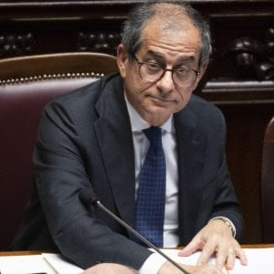 Il ministro dell'Economia Giovanni Tria tra i banchi di Montecitorio