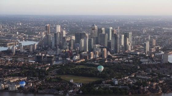 Niente cocktail in pausa pranzo: la City di Londra vieta lalcool durante lorario di lavoro