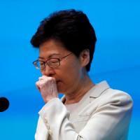 """La governatrice di Hong Kong Carrie Lam chiede scusa ai cittadini: """"Ho molto da imparare"""""""