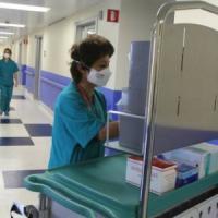 Pochi infermieri nei reparti di pediatria, così aumenta il rischio di morte