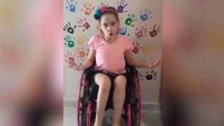 """La rabbia di Elena, 9 anni: """"Non avete rispetto, usate il cervello"""""""